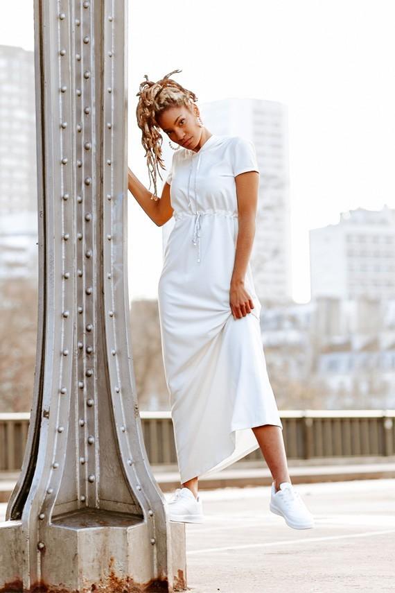 Robe blanche Adèle Amasos portée