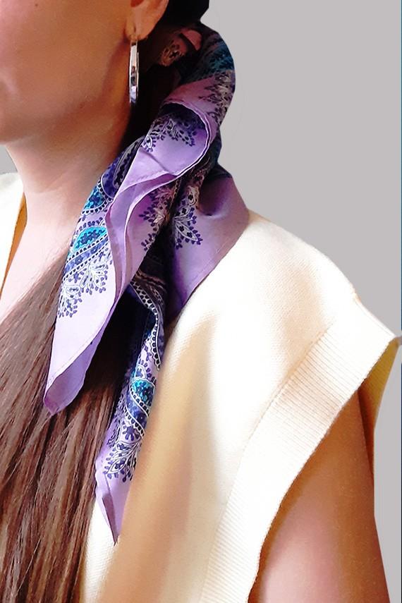 foulard en soie fait main mauve sur cheveux  amasos