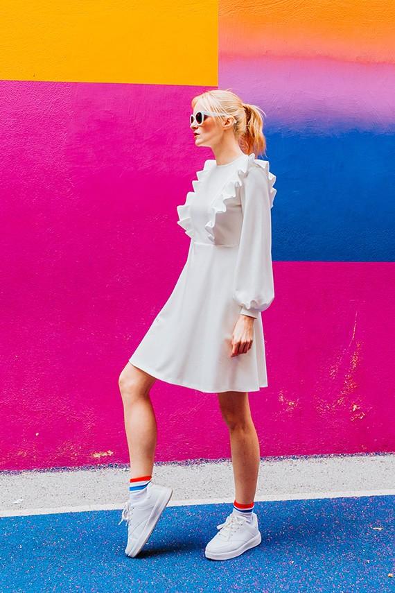 Robe Amasos élégante Amandine, portée vue de profil