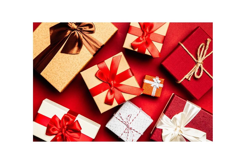 Quel cadeaux offrir pour les fêtes à une femme ?